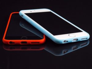 8 ways to charge your iphone battery without a charger